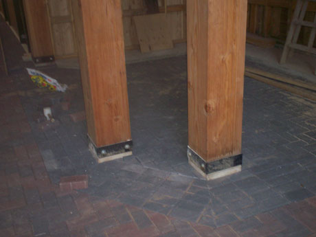 This is a picture that shown the border, the inlay, and how the owner had requested the corners to be done. In this particular barn we used the traditional interlocking brick with a triple border in a dark colour.