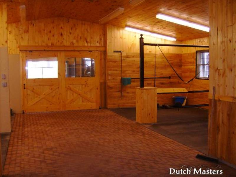 horse stables builders